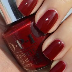 Classic red never goes out of style. Jelena S. uses her brand new OPI #InfiniteShine nail lacquers she received for free for being a PreenMe VIP. This radiant gloss can last up to ten days and can be applied in three easy steps.