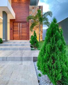 40 modelos de entradas de casas para uma fachada fabulosa - Tua Casa African House, Outdoor Stairs, Entrance Design, My House, Sidewalk, Outdoor Decor, Home Decor, Garden Entrance, House Entrance