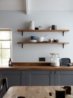 Incredible Farmhouse Grey Kitchen Cabinet Design Ideas - Home Decor Cocina Shabby Chic, Shabby Chic Kitchen, Home Decor Kitchen, Kitchen Interior, Kitchen Ideas, Kitchen Decorations, Interior Livingroom, Decorating Kitchen, Interior Modern