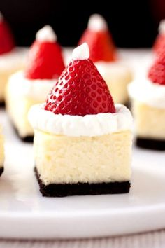 The color of Santa is very distinct – red, white and some black. Red is no doubt a very attractive color. Here's a Santa cheesecake bites.