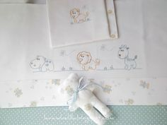 Lavanda e Lillà: Tutti a Nanna ! Baby Embroidery, Vintage Embroidery, Cross Stitch Embroidery, Embroidery Patterns, Baby Sheets, Baby Bedding Sets, Sewing For Kids, Baby Sewing, Heirloom Sewing