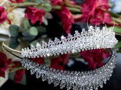 Tiara, diadeem, kroon, bruid, bruidssieraden, juwelen. http://www.mylemony.nl/product/1530485/tiara064-tiara-bezet-met-kristallen