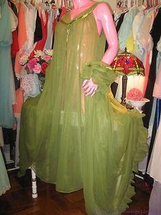 43eefbec98 Olive green vintage Ro-Vel Nightgown   Peignoir set Vintage Underwear