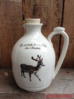 Pichet sirop d'érable Chevreuil | acceuil Vase, Mugs, Chic, Tableware, Home Decor, Quirky Gifts, Shabby Chic, Elegant, Dinnerware