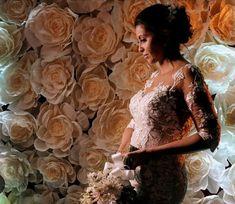 Painel de flores gigantes Lace Wedding, Wedding Dresses, Victorian, Fashion, Wedding Event Planner, Colors, Bride Dresses, Moda, Bridal Gowns