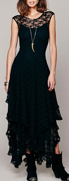 Maxi dresses are dresses that can fit any occasion, whether you're going for a barbecue or an outdoor summer wedding, this dress is the king or rather queen of summer outfits! These long, loose dresses evoke the carefree months of summer season.