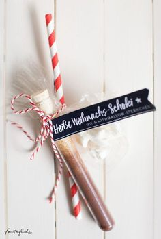 Gifts from the kitchen: hot Christmas chocolate with marshmallow asterisks & free-printable labels to print - for holidays . the good life - Gifts from the kitchen: hot Christmas chocolate with marshmallow asterisks & free-printable labels - Christmas Presents, Christmas Time, Christmas Wrapping, Holiday Gifts, Christmas Snacks, Christmas Kitchen, Holiday Ideas, Printable Labels, Printables