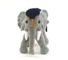 Häkelanleitungen - Amigurumi XL Häkelanleitung/PDF Elefant Manny - ein Designerstück von PepisWelt bei DaWanda