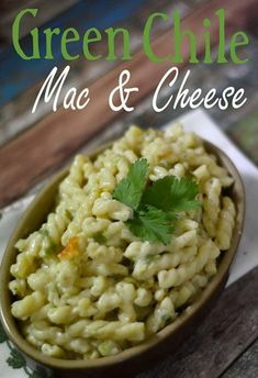 Hatch Green Chile Mac and Cheese - Pink Cake Plate Hatch Green Chili Recipe, Green Chili Recipes, Mexican Food Recipes, Green Chile Mac And Cheese Recipe, Jalapeno Recipes, Pasta Recipes, Cooking Recipes, Quick Meals, Tasty Meals