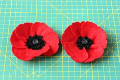 Step by step instructions on how to make felt poppies. Use them in any home decor project, to make floral door wreath, poppy brooch, floral gift wrap. Poppy Brooches, Felt Flowers, Porch Decorating, Step By Step Instructions, Felt Crafts, Preschool Activities, Hand Embroidery, Poppies, Projects To Try