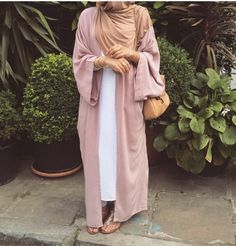 Pinned via With Love, Maya. Hijab Turban Style, Hijab Outfit, Modesty Fashion, Abaya Fashion, Islamic Fashion, Muslim Fashion, Dubai Fashionista, Hijab Trends, Hijab Casual