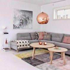 decoração sala sofá cinza e pendente rose