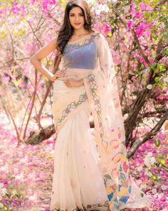 Shalu chourasiya actress latest sexy cleavage images and sexy belly images and thunder thighs sexy legs images and sexy navel images and h. Indian Beauty Saree, Indian Sarees, Indian Bridal Photos, Bollywood Saree, Indian Bollywood, Girl Photo Poses, Girl Poses, Fancy Sarees, Beautiful Saree