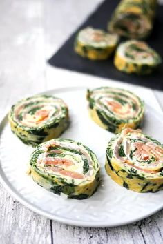 Low Carb Spinat-Lachs-Rolle - Fingerfood-Idee für Silvester Spinach Rolls, Low Carb, Finger Foods, Muffins, Food And Drink, Pizza, Keto, Finger Food Recipes, Food For Parties