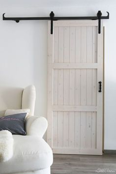 Stadtlandeltern selbstgebaute Schiebetür – DIY barn door ähnliche Projekte und… Stadtland Parents self-made sliding door – DIY barn door similar projects and ideas as presented in the picture you will also find in our magazine Sliding Door Diy, Double Sliding Barn Doors, Internal Sliding Doors, Diy Barn Door, Barn Door Designs, Small Hallways, Upcycled Home Decor, Vintage Doors, Interior Barn Doors