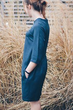 Ik zag op Instagram een jurk verschijnen die me erg comfortabel leek. Mét zakken, als dat geen pluspunt was. Oh crêpe De jurk bleek 'The Gathered Dress' te zijn van The Avid Seamstress. Ze leek me het geschikte patroon voor de 'crêpe de viscose' van Atelier Brunette die geduldig in mijn kast lag te wachten.…