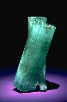 Emerald (beryl) was found at the Hiddenite and Emerald mine, near Stony Point, Alexander County, North Carolina in It measures 11 cm (abt inches) in length and one of the finest emerald speimens ever found in North America Minerals And Gemstones, Rocks And Minerals, Emerald Gemstone, Emerald Rings, Ruby Rings, Cool Rocks, Beautiful Rocks, Mineral Stone, Rocks And Gems