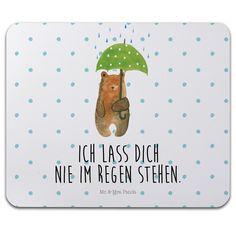 """Mauspad Druck Bär mit Regenschirm aus Naturkautschuk  black - Das Original von Mr. & Mrs. Panda.  Ein wunderschönes Mouse Pad der Marke Mr. & Mrs. Panda. Alle Motive werden liebevoll gestaltet und in unserer Manufaktur in Norddeutschland per Hand auf die Mouse Pads aufgebracht.    Über unser Motiv Bär mit Regenschirm  """"Ich lasse dich nie im Regen stehen"""" - das gilt für unsere Freunde, für unsere Familie und für unseren Partner. Und diesen besonderen Menschen kann man eigentlich nicht oft…"""