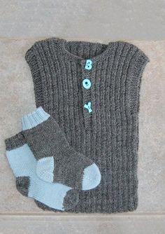 Billedresultat for baby strikkeopskrifter Knitting For Kids, Crochet For Kids, Crochet Baby, Knit Crochet, Crochet Poncho Patterns, Baby Knitting Patterns, Baby Vest, Baby Leggings, Baby Boots