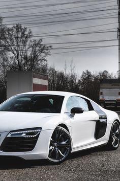 Audi R8 - Instagram: @kourajewels - LGMSports.com