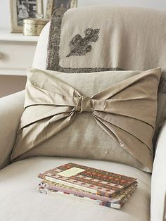 Make your own bow cushion - good, clear instructions.