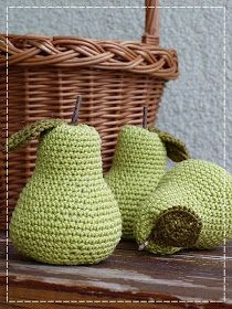 Kouzlo mého domova: Háčkované hruštičky Crochet Toys, Wicker Baskets, Straw Bag, Montessori, Craft, Amigurumi, Woven Baskets