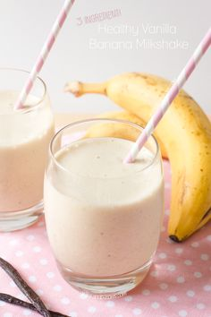 Healthy Vanilla Banana Milkshake Love milkshakes, but hate the calorie content? Then try my 3 ingredient healthy alternative! The secret to its creaminess lies in the frozen banana! Try it and be amazed! Breakfast Smoothies, Smoothie Drinks, Healthy Smoothies, Healthy Drinks, Banana Drinks, Frozen Banana Smoothie, Healthy Food, Nutrition Drinks, Breakfast Healthy