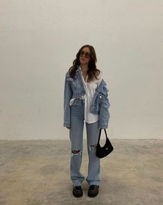 The Anti-Skinny Jean Trend That's Back and Cooler Than Ever Ribbed Jeans, Ribbed Sweater, Ripped Jeans Outfit, Jeans And Sneakers, Loose Fit Jeans, Cut Jeans, Cropped Leather Jacket, Denim Trends, How To Pose