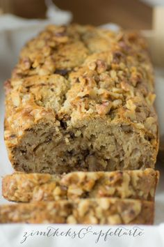 Very delicious and healthy banana bread with walnuts and chocolate - cinnamon biscuit . - Very tasty and healthy banana bread with walnuts and chocolate – cinnamon biscuit and apple tart - Banana Walnut Bread, Healthy Banana Bread, Vegan Bread, Vegan Cake, Cinnamon Biscuits, Vegan Sweets, Dessert Recipes, Desserts, Chocolate
