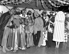 Halloween Party Yesteryear: 20 Found Photos from the - Flashbak 1950s Halloween, Adult Halloween Party, Halloween News, Halloween Celebration, Halloween Photos, Vintage Halloween, Happy Halloween, Halloween Costumes, Halloween House