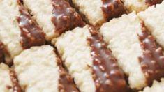 Po celý adventní čas bývá pořad Kuchařské čarování zaplněn nejrůznějšími tipy na vánoční cukroví. Kulinář Petr Stupka má několik osvědčených rodinných receptů. Krispie Treats, Rice Krispies, Arabic Food, Food And Drink, Cake, Petra, Disney, Pie, Mudpie