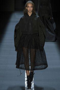 #VeraWang  #fashion #Koshchenets   Vera Wang Spring 2017 Ready-to-Wear Collection Photos - Vogue