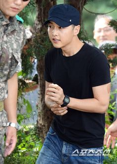 Song Joong Ki : off to military - will finish his enlistment on May Asian Actors, Korean Actors, Song Joong Ki Cute, Soon Joong Ki, Sungkyunkwan Scandal, Drama Funny, Hallyu Star, Innocent Man, Song Hye Kyo