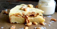 Vit kladdkaka med jordnötter & vit chokladganache
