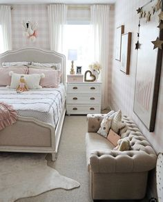 25 Beautiful Small Couch Designs To Complete Your Bedroom   Dlingoo