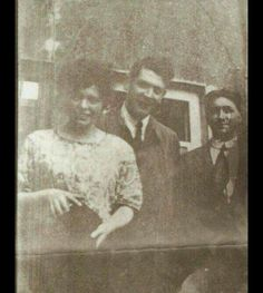 Michael Collins with two friends, c. Ireland 1916, Ireland Map, Michael Collins, Irish Quotes, Modern History, Old Photos, Celtic, Pictures, Civil Wars
