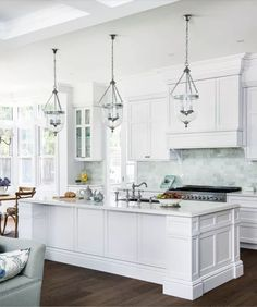 This beautiful home shows how to decorate your home in the Hamptons style with a classic Hamptons kitchen and living room filled with coastal decorating ideas Hamptons Style Decor, Die Hamptons, Hamptons Beach Houses, Home Decor Kitchen, Home Kitchens, Kitchen Ideas, Coastal Kitchens, Kitchen Designs, Eclectic Kitchen