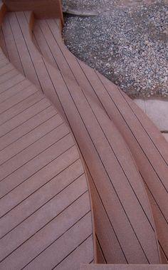 http://home.comcast.net/~deckcetera/images/Photos/Deck/Deck%20Design/Curved_steps.jpg