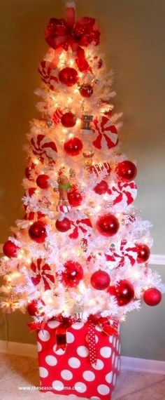 White peppermint Christmas tree decorating ideas for small spaces