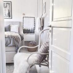 Här myser vi framför idol efter en lång men produktiv dag ♡ Godnatt och sov så gott! ✨ ✧✧✧✧✧✧✧✧✧✧✧✧✧✧✧✧✧✧✧✧✧✧✧✧✧✧✧✧✧ Good night instas! ♡✨ • #sovrum #bedroom #skandinaviskehjem #nordicliving #mynordichome #svenskahem #bedroominspo #interior9508 #dream_interiors #interiors #homeinspiration #interior_and_living #interiørmagasinet #mykindoflikeinspo #interiorwarrior #interior4all #interiorforinspo #interiors #easyinterieur #finehjem #interiordesign #kajastef #interior #skandinaviskahem…