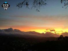 Te presentamos la selección del día: <<AMANECERES>> en Caracas Entre Calles. ============================  F E L I C I D A D E S  >> @fotoquick321 << Visita su galeria ============================ SELECCIÓN @marianaj19 TAG #CCS_EntreCalles ================ Team: @ginamoca @huguito @luisrhostos @mahenriquezm @teresitacc @marianaj19 @floriannabd ================ #amanecer #Caracas #Venezuela #Increibleccs #Instavenezuela #Gf_Venezuela #GaleriaVzla #Ig_GranCaracas #Ig_Venezuela #IgersMiranda…