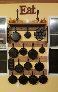 A Sunday DIY project the hubby and I tackled! ❤ Cast iron kitchen display on reclaimed barn wood. Love the end result! Pan Storage, Kitchen Furniture, Iron Storage, Kitchen Display, Clever Kitchen Storage, Kitchen Storage, Home Decor, Rustic Kitchen, Kitchen Pot