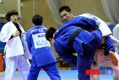 Team Korea Olympic training camp at Brunel University in July 2012 - Judo training in the Sports Hall. Google Image Result for http://pds.joinsmsn.com/news/component/newsis/201207/24/NISI20120724_0006706419_web.jpg