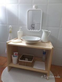 The bathroom is a very important place in Montessori, not in vain one of the parts .- El baño es un lugar muy importante en Montessori, no en vano una de las partes … The bathroom is a very important place in Montessori, not in … -