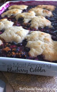 Want a delicious berry cobbler? Here's a simple low carb gluten free blueberry cobbler dessert recipe with a topping that tastes just like t. Gluten Free Blueberry Cobbler, Blueberry Desserts, Just Desserts, Delicious Desserts, Dessert Recipes, Yummy Food, Blueberry Cobler, Blackberry Cobbler, Blueberry Bread