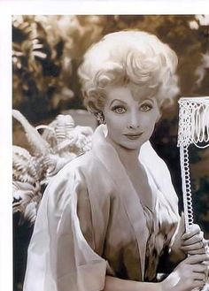 Google Image Result for http://www.sitcomsonline.com/photopost/data/898/30a_ilovelucy.jpg