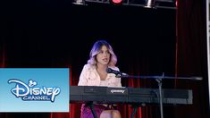 "Violetta: Momento Musical: Violetta interpretando ""Underneath It All"""