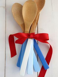 DIY Ombre Painted Wooden Spoons bysayyestohoboke #DIY #Spoons