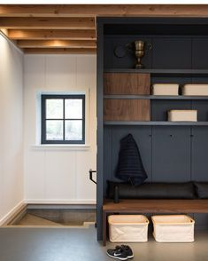 amazing mudroom entryway decor ideas, you have to see! page 46 – JANDAJOSS. Mudroom Laundry Room, Tadelakt, Built In Bench, Entryway Decor, Living Room Designs, New Homes, House Design, Loft, Interior Design