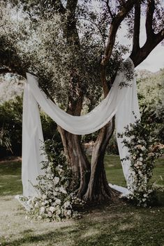 Many people believe that there is a magical formula for home decoration. You do things… Wedding Goals, Boho Wedding, Wedding Ceremony, Rustic Wedding, Wedding Planning, Dream Wedding, Elegant Wedding, Glasses For Face Shape, Barn Wedding Decorations